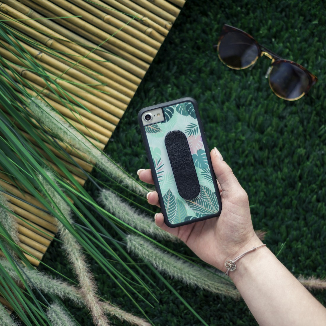 "awx2 High-Res Appliance 2 - Hama, Coque + boucle de doigt ""Tropical"" Apple iPhone 6/6s/7/8, vert"